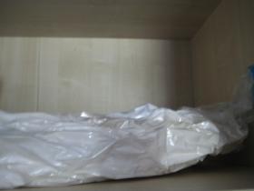 Bettwäsche in Vakuum-Aufbewahrungssystem verpackt spart Platz im Kleiderschrank