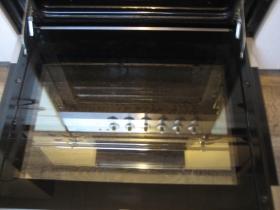 Ergebnis der Reinigung: Der Ofen glänzt wieder wie neu